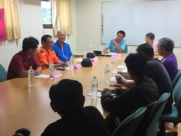連江縣消防局會同東引鄉長及民宿海釣業者宣導水上安全活動
