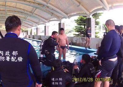 潛水訓練解說中