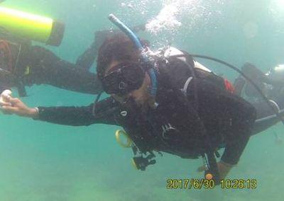 潛水訓練中相互協助